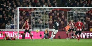 Rashford scores Manchester United's third goal.
