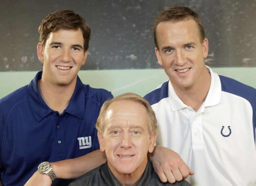 Peyton Manning with his brother Eli and his father Archie in 2008