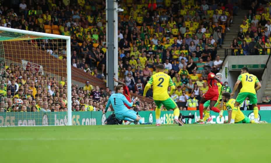 Ismaïla Sarr scores Watford's second goal against Norwich