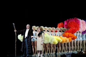 James Johnson as Wotan, Jacqueline Dark as Fricka, and the Rainbow Girls behind them