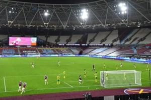 West Ham United's Jarrod Bowen (second left) celebrates after he scores his team's first goal.