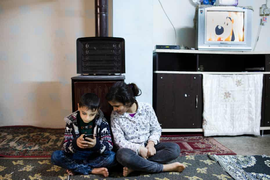 Nahla's children in Selimiye neighbourhood in Gaziantep.