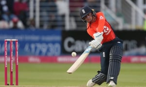 Danni Wyatt was out for 81 in the penultimate over