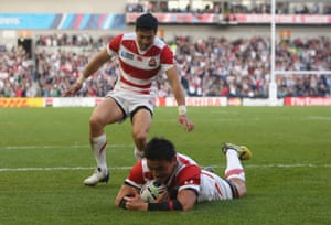 Ayumu Goromaru of Japan dives over to score his team's second try.
