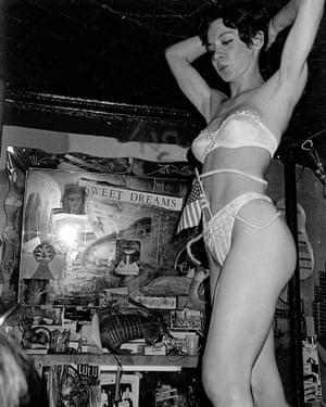 Diane Moonmade performs Macho Arts, No Se No 99 Nights, 1983