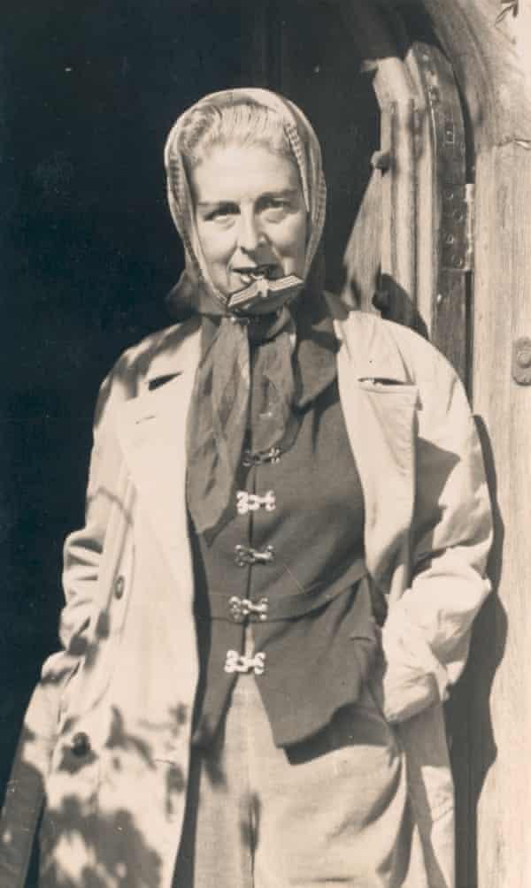 Claude Cahun's Self-portrait (with Nazi badge between her teeth), 1945.