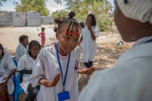 Women's community groups in Cunene teach teenagers how to guard against HIV