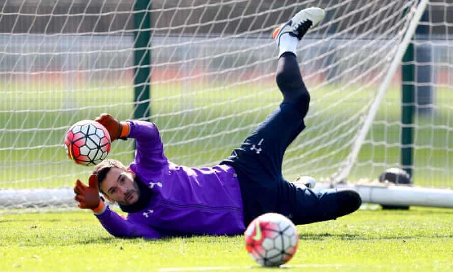 Hugo Lloris trains with Tottenham this week
