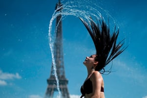 Paris, FranceA woman plays with water as she cool herself down in the fountain of the Trocadero esplanade