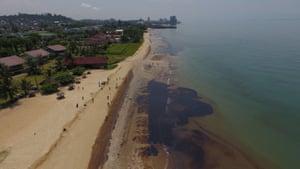 Crude oil spreads to Kemala beach in Balikpapan