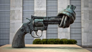 Non-Violence – a sculpture by Carl Fredrik Reuterswärd at the UN headquarters in New York