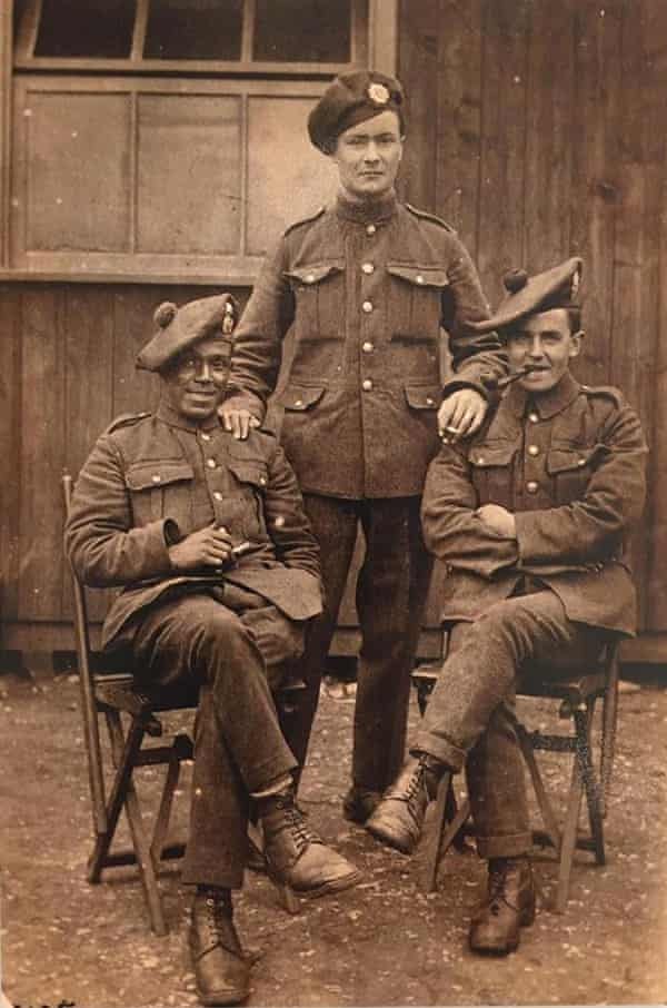 Arthur Roberts, left, with two soldiers.