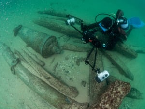 Divers examine the shipwreck near Cascais