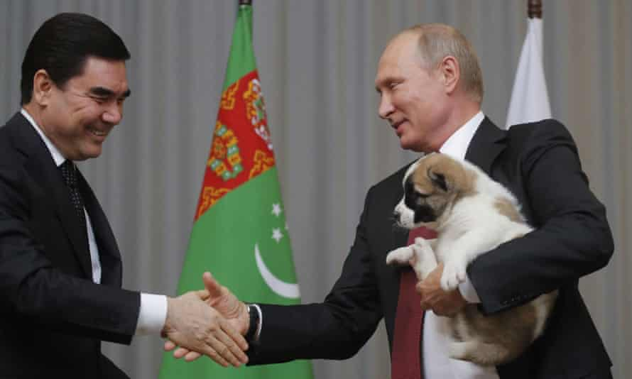 Gurbanguly Berdymukhamedov presents Vladimir Putin with an alabai puppy in 2017