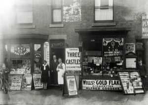 Alf Goodere's newsagent shop, possibly on the corner of Nightingale Road and Hawthorn Street. c.1930