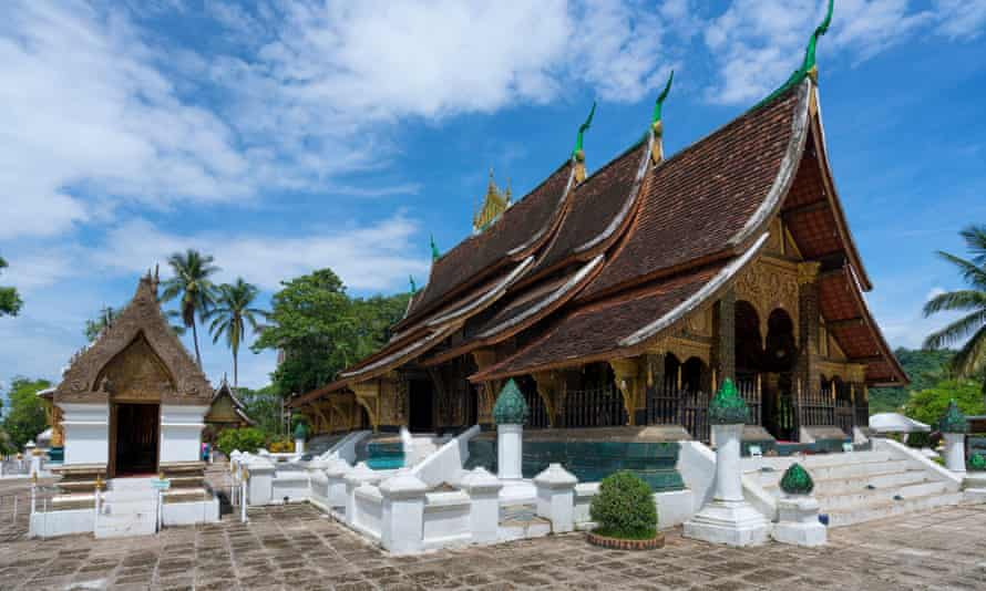 Wat Xieng Thong temple with its famous roof.
