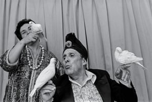 <strong>Karman the Magician, Santiago, from the series The Circus, 1988 <br></strong><br>All images: © Paz Errázuriz