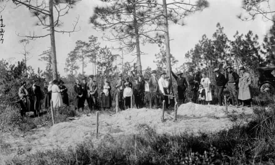 A crowd of white citizens of Sumner, near the scene, are shown in 1923.