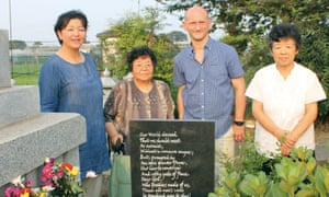 Toby Norways with members of Yamanaka family and poem on tablet