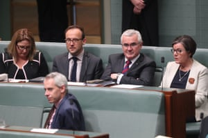 Rebekha Sharkie, Adam Bandt, Andrew Wilkie and Cathy McGowan vote with the opposition on a motion to suspend standing orders. Labor MP Andrew Giles is in front