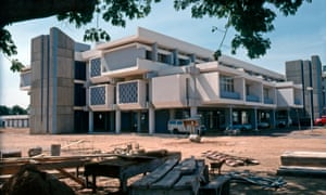 Construction of the Ministries Complex in Kano, Nigeria, in the 1970s, by the Serbian architects Milica Šterić and Zoran Bojović.