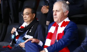 Malcolm Turnbull with Chinese Premier Li Keqiang at an AFL game