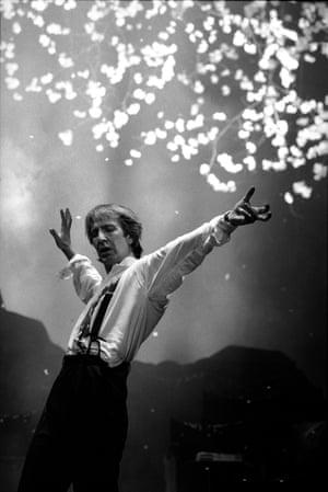 Tango at the End of Winter, 1991 Venue: Piccadilly Theatre, London Director: Yukio Minagawa Playwright: Kunio Shimizu (original); Peter Barnes (adaptation) © Ivan Kyncl. Courtesy of the V&A, London