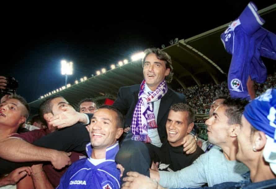 Roberto Mancini celebrates after Fiorentina's triumph in the Coppa Italia in 2001.