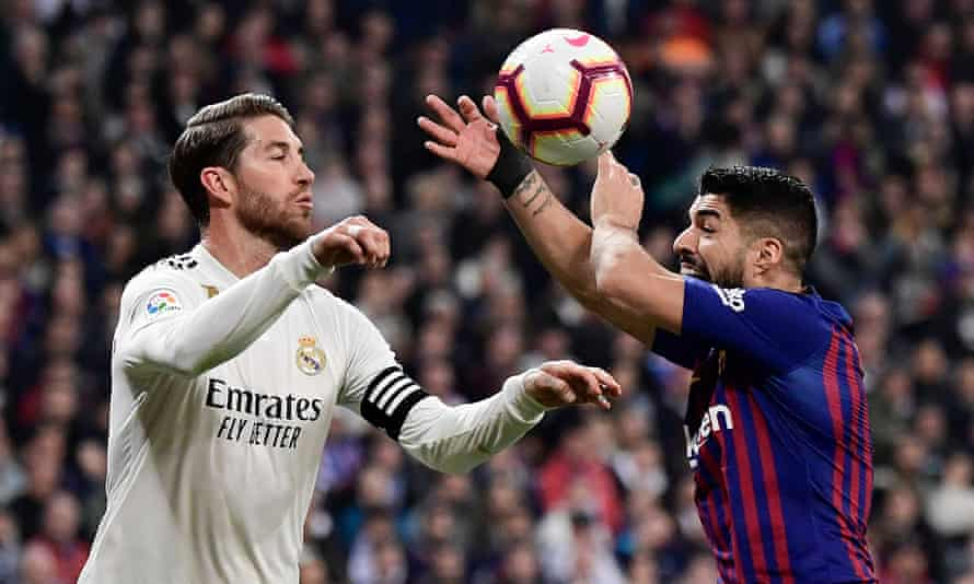 Real Madrid's Sergio Ramos, left, and Luis Suárez of Barcelona in action at the Bernabéu last season.