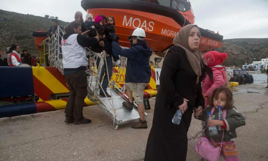 Rescued refugees are set ashore on Agathonisi