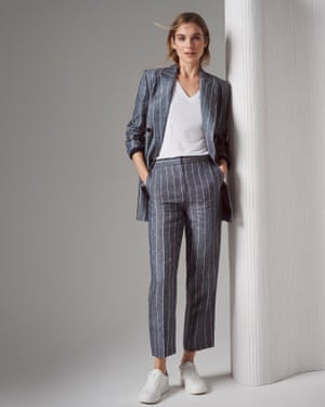 Wardrobing: a suit worn with slub jersey T-shirt and sneakers