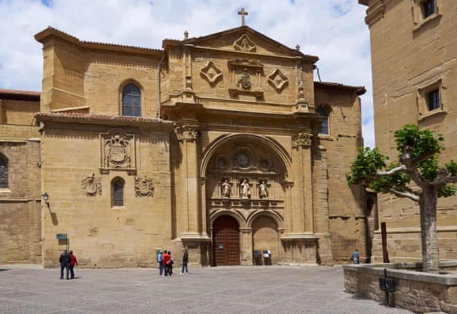 Plaza del Santo and the Cathedral of Santo Domingo de la Calzada.