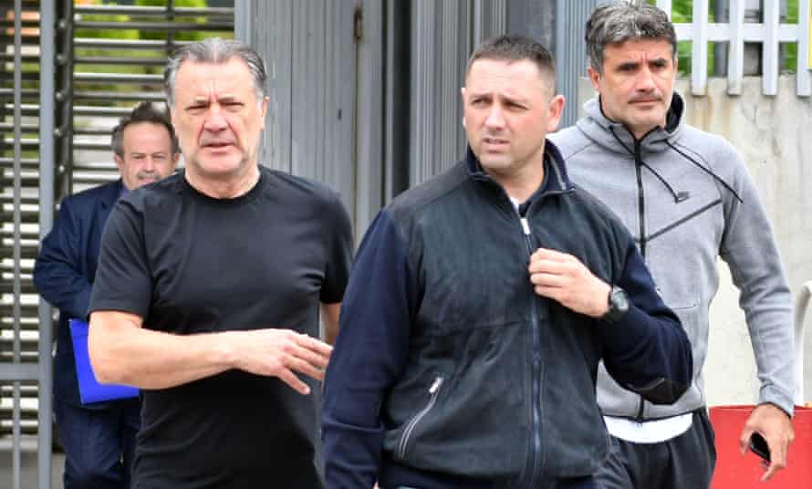 Zdravko Mamic (second right) and his brother Zoran (right) leave court in Bosnia-Herzegovina after an extradition hearing on 15 June 2018