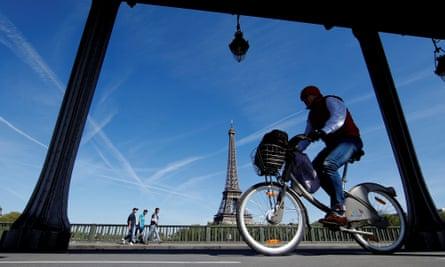 The French-Spanish consortium Smovengo won a 15-year contract to run Paris's Vélib bikes last year.