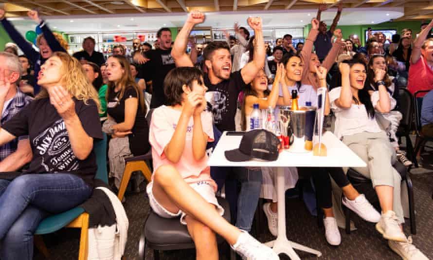 Crowds at Parklangley Club
