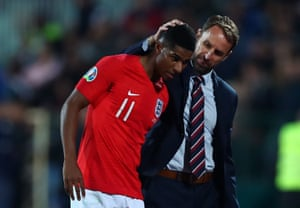 Marcus Rashford is congratulated by Gareth Southgate as he is substituted.