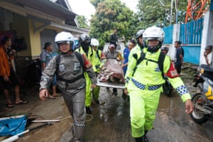 Rescue team evacuate the body of a victim after a tsunami hit the Sunda Strait in Pandeglang, Banten, Indonesia