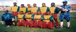 Eric Eugène Murangwa and lines up with his Rwanda team-mates in 1995.