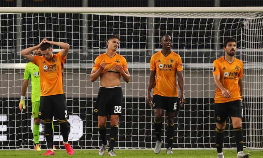 Wolves players look dejected after Lucas Ocampos's 88th-minute goal for Sevilla in the MSV Arena.