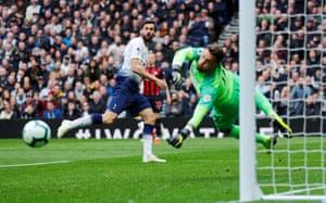Tottenham's Fernando Llorente misses a chance to score.
