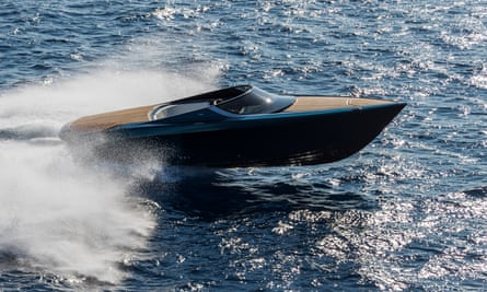 The AM37 marks Aston Martin's entry to the world of luxury boats.