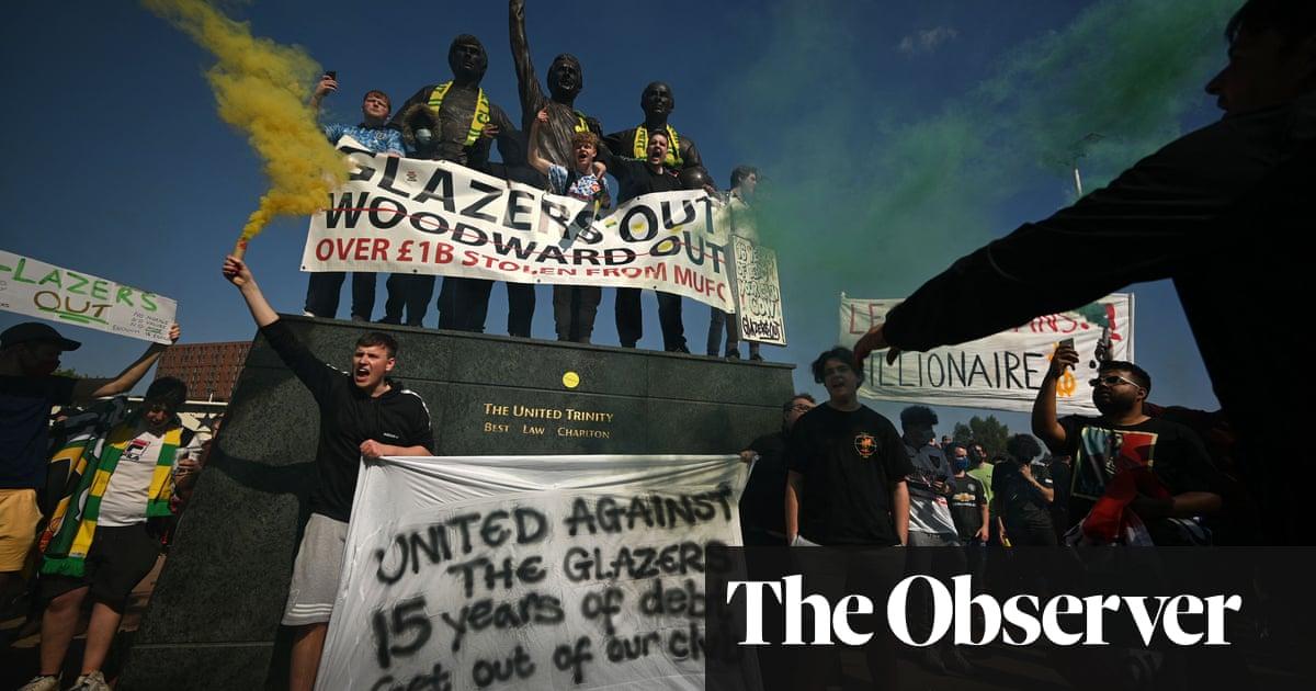 Pérez says Super League clubs 'cannot leave' as Manchester United fans protest