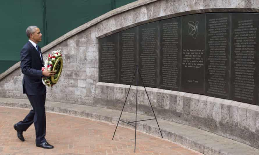 The US president lays a wreath commemorating the 1998 bombing of the US embassy in Nairobi
