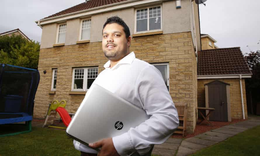 Neil Wright saves £1,000 a year using cashback websites.
