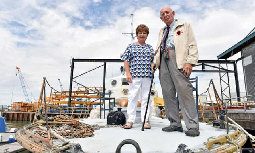 Community volunteer Carolyn Renault with Colin Baxter at his boat in Southampton