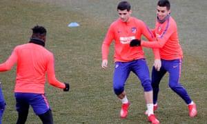 Álvaro Morata trains with his new Atlético Madrid teammates.