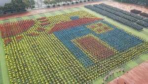 Teachers and students celebrate the 70th anniversary of the founding of the People's Republic of ChinaMore than 10,000 sang 'my motherland' to celebrate in Zhengzhou, Henan province, on 26 September