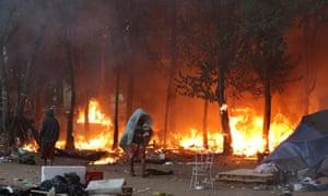 Incêndios durante a operação policial na Cracolândia no começo do ano. Fotografia: Paulo Whitaker/Reuters