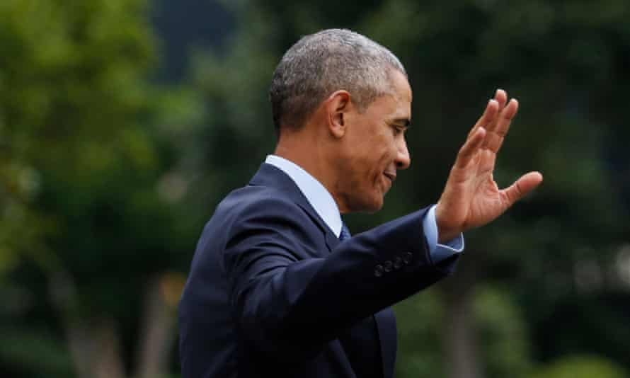 Barack Obama waving goodbye