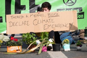 Extinction Rebellion protesters continue to occupy Waterloo Bridge for a fourth day